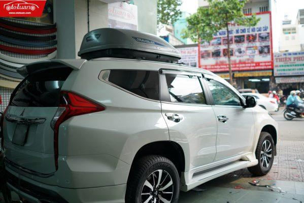 hộp chứa đồ trên mui xe ô tô