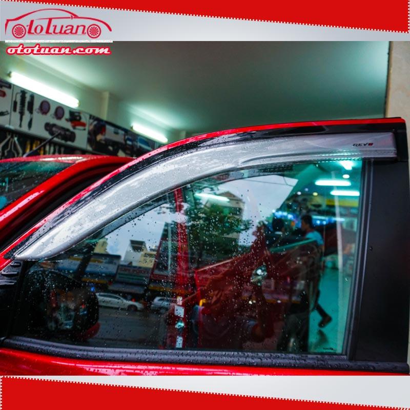 viền che mưa xe Toyota Hilux 2018