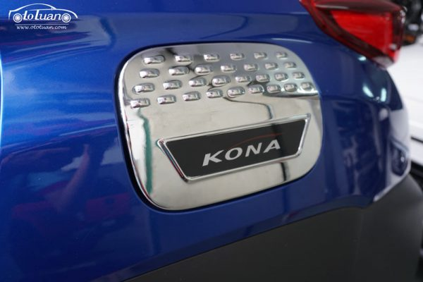 Ốp nắp bình xăng Hyundai Kona