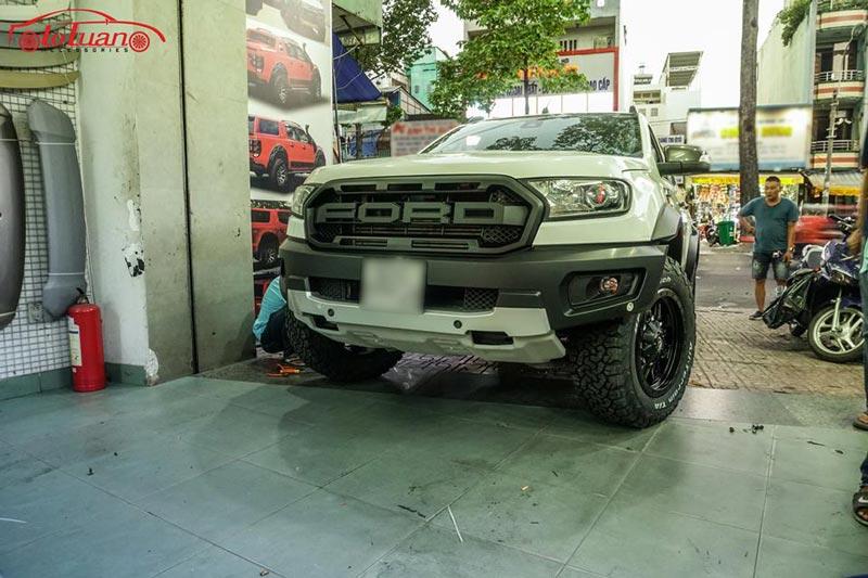Ford Ranger Wildtrak 2017 lên đời Raptor