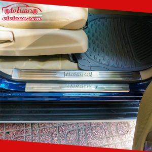 Nẹp bước chân chống trầy Nissan Navara